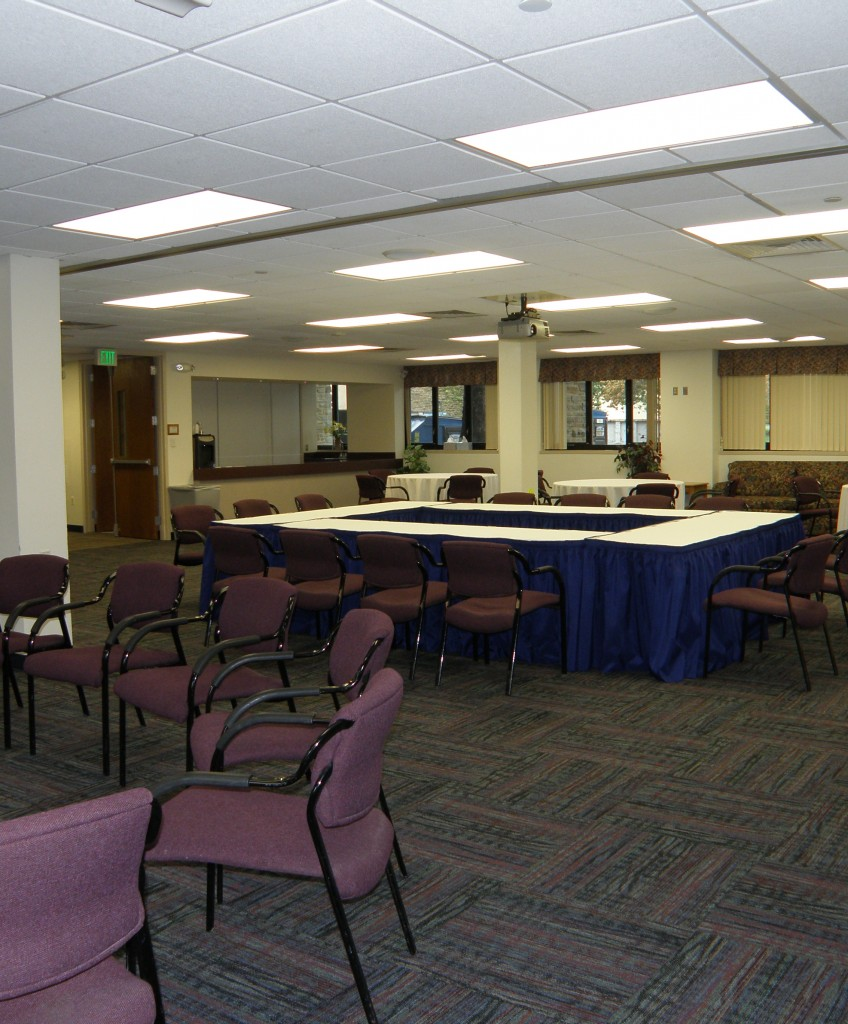 conference square, circle of chairs, round tables